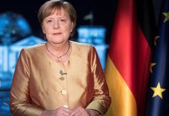 Merkelden yeni yıl mesajı: Koronavirüsle savaş yüzyılın görevi