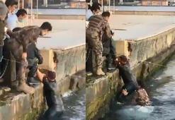 Ortaköyde hareketli anlar... Özel harekat polisi denize atlayıp turisti kurtardı