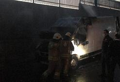 Kağıthanede kundaklama; minibüs alev alev yandı
