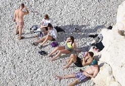Turizmin başkentinde sahiller turistlere kaldı