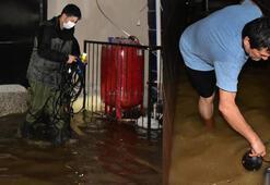 İzmirde sağanak yağış hayatı olumsuz etkiledi
