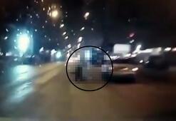 Aracın çarptığı iki gencin üzerinden başka bir araç geçti