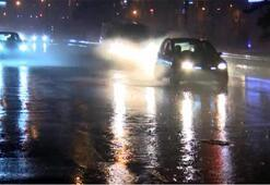 Ankarada sağanak yağış sürücülere zor anlar yaşattı