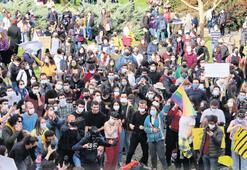 Öğrencilerden Metallica'lı protesto