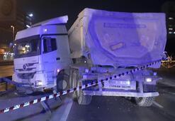 Bakırköyde korkutan anlar Hafriyat kamyonu bariyerlere çarptı