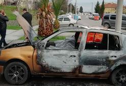 Kocaelide park halinde yanan otomobilde erkek cesedi bulundu