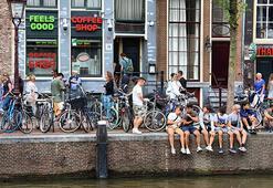 Amsterdam Belediyesi yabancı turistlerin kafelere girişini yasaklamaya hazırlanıyor