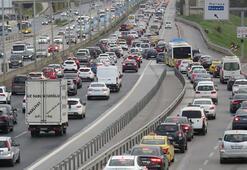 Son dakika... İstanbulda kısıtlamaya saatler kala trafik kilitlendi