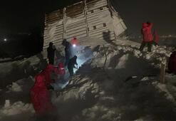 Evlerin üzerine çığ düştü 5 dağ evi kar kütleleri altında kaldı