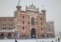 Madridte kar hayatı durma noktasına getirdi