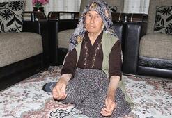 Yaşlı kadını yalnız yaşadığı evde gasp ettiler
