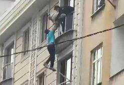 İntihar etmek için pencereden sarkan kişiyi dakikalarca tutup kurtardılar