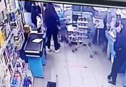 Markete hırsızlık için girdi, çalışanın elini ısırdı