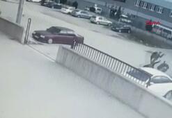 Otomobile çarpan motosikletteki 2 kişi 20 metre sürüklendi