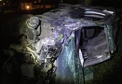 Hafif ticari araç çay tarlasına yuvarlandı: 2 yaralı