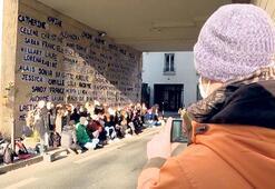 Katledilen 111 kadının adı Paris duvarlarında
