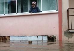 Edirnede sağanak etkili oldu, cadde ve sokaklar suyla doldu