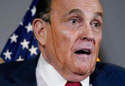 Trumpın avukatı Giulianinin barodan atılıyor