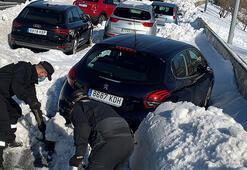 Kar fırtınası hayatı felç etti Acil servisler doldu taştı