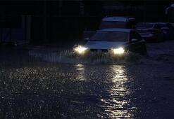 Hava bir anda karardı sokaklar göle döndü