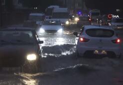 Çanakkalede sokaklar yağmur sularıyla doldu taştı