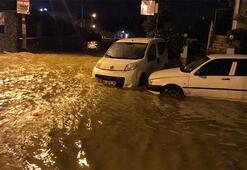 İzmirde sağanak yağış etkili oluyor