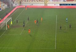 Son Dakika | Galatasarayda Mbaye Diagne direğe kafa attı