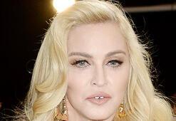 Ülke ülke gezen Madonnaya seyahat tepkisi