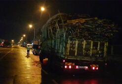 Tahtaları yola saçarak ilerleyen kamyonun sürücüsüne ceza