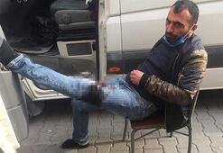 Aracında uyurken bacağından bıçaklandı