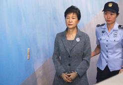 Güney Korenin eski lideri Parkın hapis cezası 22 yıla indi