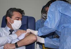Erzurumda sağlık çalışanları, aşı olmaya başladı