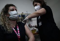 Bursa'da sağlık çalışanlarına aşılama çalışması başlatıldı ilk aşı başhekime