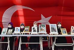 Diyarbakır anneleri oturma eyleminin 500üncü gününde HDP önüne siyah çelenk bıraktı