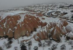Kapadokyada kar ve sis turistleri büyüledi