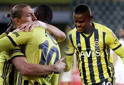Son dakika - Fenerbahçe - Kasımpaşa maçına damga vuran an Telefonla baktı...