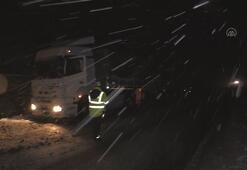 Erzincanda kar ve tipi nedeniyle ulaşımda aksama yaşanıyor