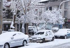 Balıkesirin yüksek kesimlerinde kar yağışı etkili oldu