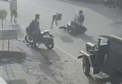 Hindistanda hızla giden motosiklet yayayı biçti: 3 yaralı