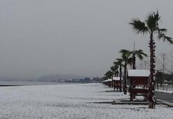 Edremit sahillerine 9 yıl aradan sonra kar yağdı
