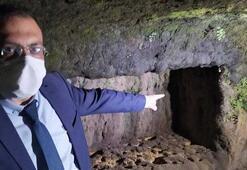 Tarsusta sular çekildi, kaya mezarları ortaya çıktı