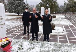 Rahşan Ecevit, mezarı başında anıldı