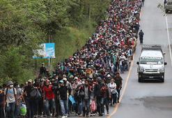 Bu görüntüler gerçek... Binlercesi yürüyor