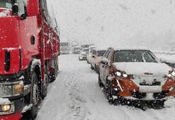 Yoğun kar nedeniyle Anadolu Otoyolunda ulaşım aksadı