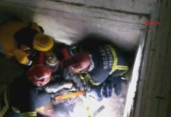 Asansör boşluğuna düşen genç kız yaralandı