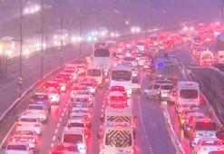 İstanbulda kar yağışının etkisiyle trafik yoğunluğu yüzde 71e çıktı