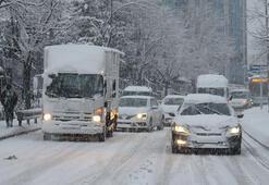 Son dakika Beykozda buzlu yolda araçlar ilerlemekte güçlük çekti