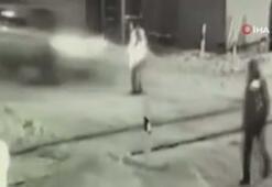 Hızla giden araç demiryolu işçisine çarptı