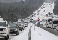 Son dakika... Denizli-Antalya karayolunda kar nedeniyle araç kuyruğu 5 kilometreye ulaştı
