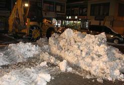 Vartoda kamyonlarla ilçe dışına kar taşınıyor